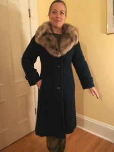 Vintage Wool  ladies winter coat w Fox trim