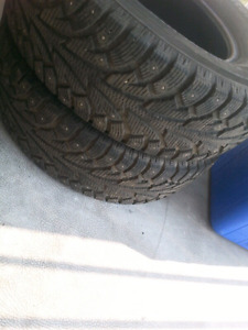 2 Hankook Winter I*Pike tires P235/75R15 studded
