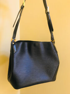 Louis Vuitton Mandara MM Epi Leather Shoulder Bag