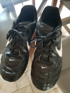 Nike youth girls soccer cleats size 4y