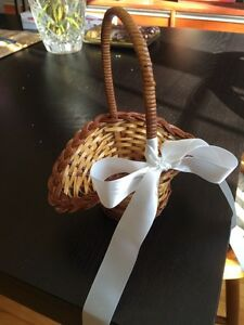 Flower girl basket for wedding
