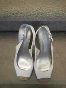LADIES WHITE HEELS Oakville / Halton Region Toronto (GTA) image 3