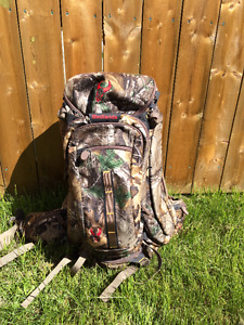 "Badlands Hunting Backpack-brand new- ""Clutch"" 2900 cubic inch"