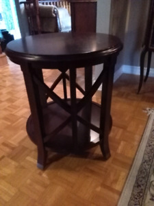 Bombay Pavillion antique mahogany end table d'appoint d'accent