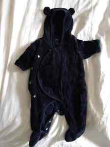 Excellent condition GAP infant winter bunting suit Size 0-3 mont Kitchener / Waterloo Kitchener Area image 1