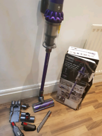 dyson v10 cordless vaccum cleaner