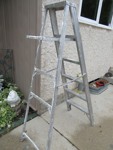 STEPLADDER 6 FT - LIGHT DUTY