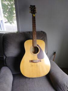 Guitar sèche de marque Yamaha F-335 autographié Jack Johnson