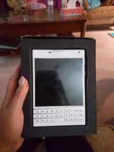 UNLOCKED WHITE BLACKBERRY PASSPORT ..10/10..$275 OBO  Kitchener / Waterloo Kitchener Area image 3