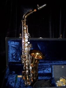 PRE-OWNED VAN HALL  BRASS SAXOPHONE SOLD AS FOUND with CASE.