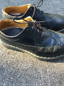 Pre-Owned Doc Marten's Black Leather Wingtip Oxford Shoes M7/W9