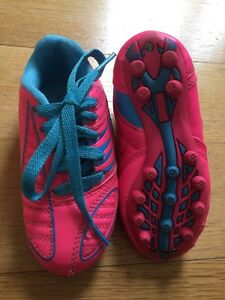 Toddler size 8 soccer cleats nearly new