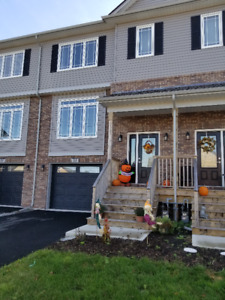 3 Bedroom House for Rent in Larry Uteck Area