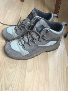 Columbia Women's Hiking Boots size 10