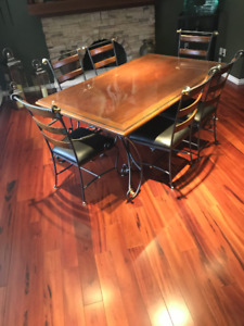 Dining Room Table, Chairs, & Baker's Rack