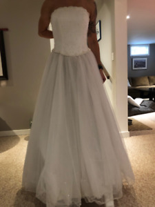 Princess Wedding Dress $250 OBO *never worn in a wedding*