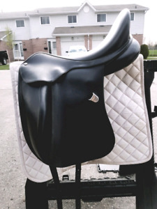 Bates Innova Dressage Saddle.