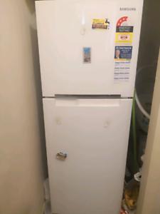 SAMSUNG White 255Lt Fridge/Freezer - SR254MW