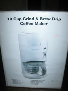 Coffee maker that grinds and brews
