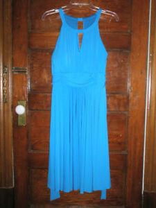 Robe de couleur turguoise de grandeur 14 ans.