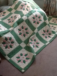 HAND QUILTED BED QUILT NEVER USED Kitchener / Waterloo Kitchener Area image 1
