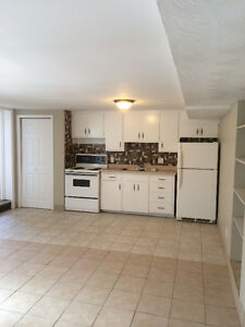 GORGEOUS 1 BEDROOM NEAR THE WATERFRONT AND DOWNTOWN!!