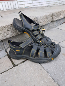 Youth Keen Sandals size 5