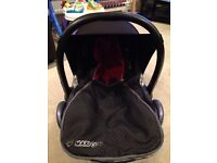 Maxi cosi cabriofix and easy base with extras