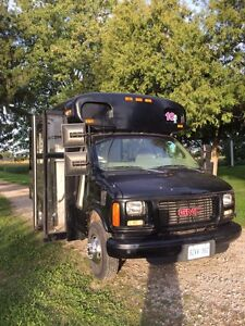 Diesel Short bus with wheel chair lift. Safetied and eteated!