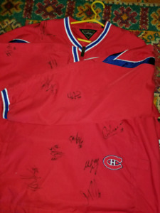 Canadien sweater signed  hockey players