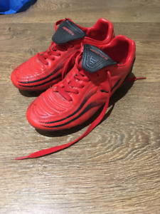 Soulier chaussure Soccer crampon rouge 2.5