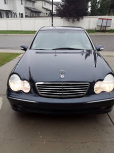 READY FOR WINTER!!!!!2001 MERCEDES C240 LOW KMS!!!!!!!