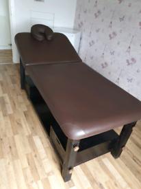 Massage / treatment bed