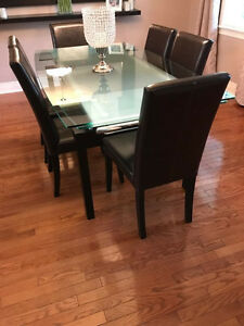Structube Dining Set -Excellent Condition