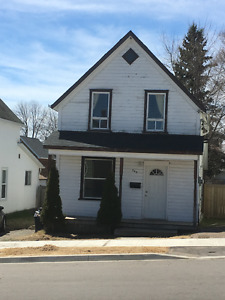 Charm and move in ready - 347 Lark Street