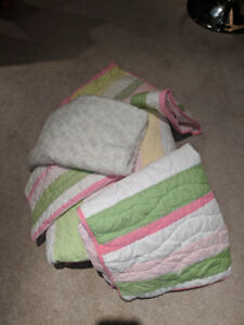 Child's Single Bed Quilt and Pillow Shams (4)