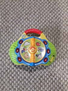 BILINGUAL Leap Frog Radio (english and french)