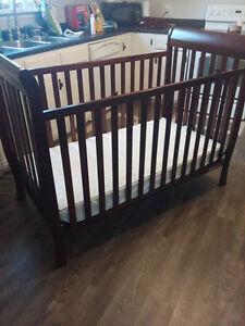 Wooden Baby Crib with Mattress