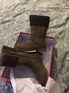 Boots size 10-10.5