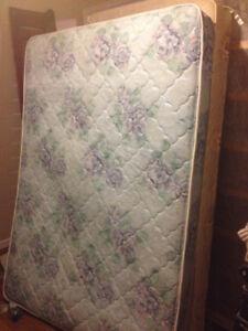 queen mattress/boxspring $150 769-9192