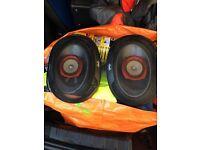 Speakers an amplifier