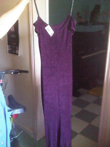 WINE COLOURED FORMAL DRESS