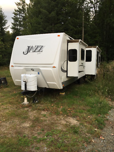 2009 32' Jazz Travel Trailer / open to offers