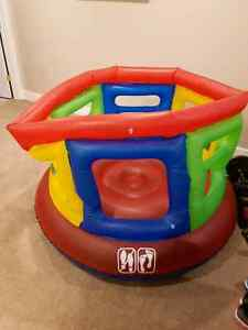 Inflatable jumping play area Moose Jaw Regina Area image 4