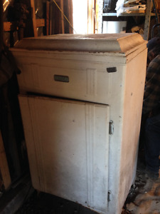 ANTIQUE FRIDGE 1930 - 1940