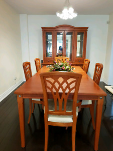 6 Seat Dining Table and Showcase Cabinet Set