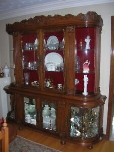 Beautiful Antique Hutch & Buffet Set & Matching Table w 6 Chairs