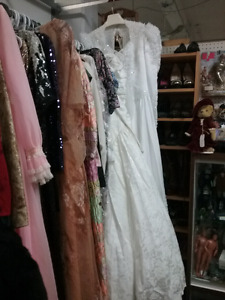 Vintage clothing, collectible cars, sports, plus 1000 booths