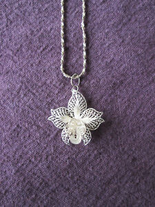 ORCHID SHAPED SILVER PENDANT AND CHAIN