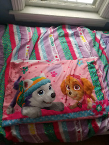 Selling kids Paw Patrol bedding